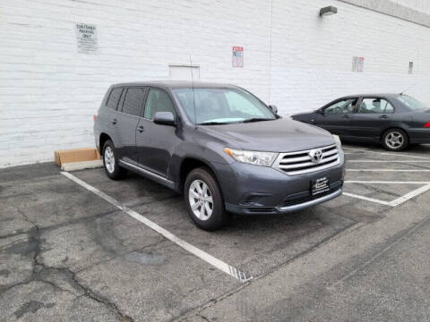 2012 Toyota Highlander for sale at ADVANTAGE AUTO SALES INC in Bell CA
