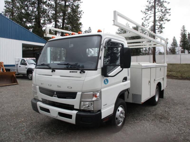 2012 Mitsubishi Fuso FEC72S UTILITY DUALLY for sale at BJ'S COMMERCIAL TRUCKS in Spokane Valley WA