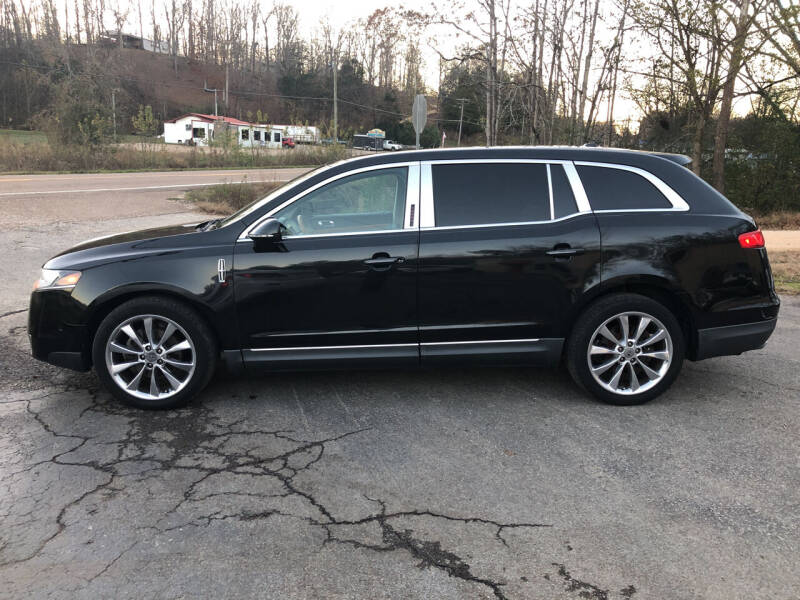2010 Lincoln MKT for sale at Monroe Auto's, LLC in Parsons TN