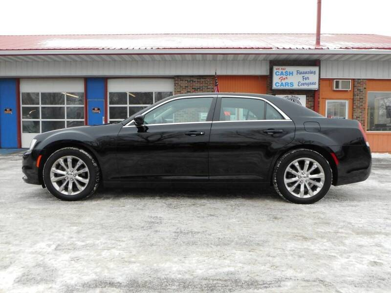 2018 Chrysler 300 for sale at Twin City Motors in Grand Forks ND