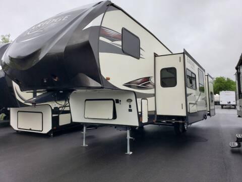 2017 Heartland Elkridge E30 for sale at Ultimate RV in White Settlement TX