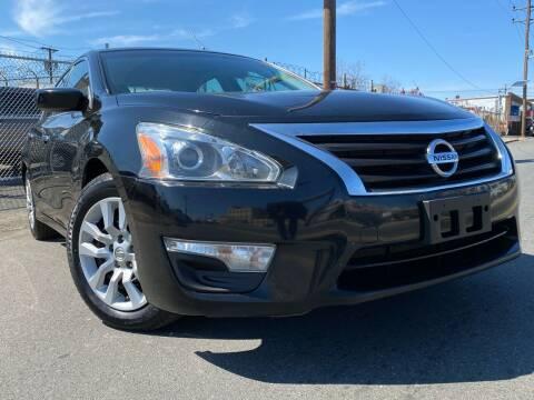 2014 Nissan Altima for sale at Illinois Auto Sales in Paterson NJ