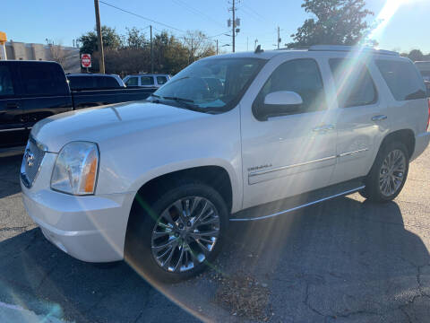 2013 GMC Yukon for sale at LEE AUTO SALES & SERVICE INC in Valdosta GA
