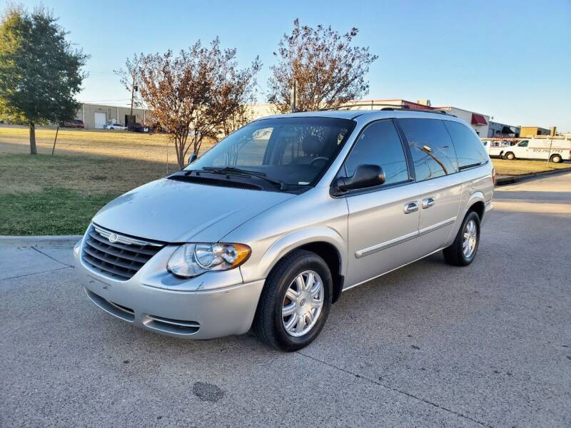 2007 Chrysler Town and Country for sale at DFW Autohaus in Dallas TX