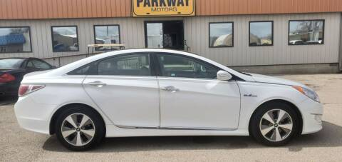 2011 Hyundai Sonata Hybrid for sale at Parkway Motors in Springfield IL