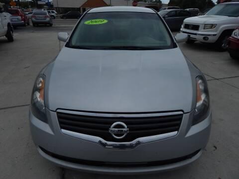 2009 Nissan Altima for sale at Auto Outlet of Sarasota in Sarasota FL