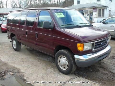 2005 Ford E-Series Wagon for sale at Vans Vans Vans INC in Blauvelt NY