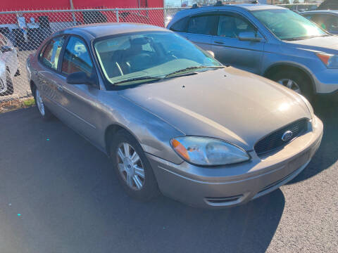 2005 Ford Taurus for sale at Michaels Used Cars Inc. in East Lansdowne PA