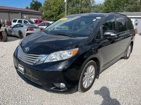2013 Toyota Sienna for sale at Davidson Auto Deals in Syracuse IN