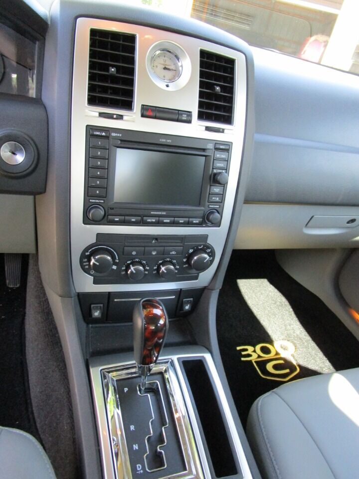 2006 Chrysler 300 47