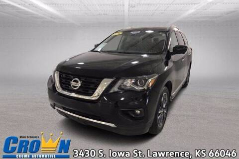 2020 Nissan Pathfinder for sale at Crown Automotive of Lawrence Kansas in Lawrence KS