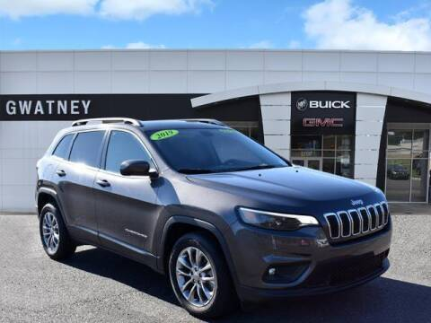 2019 Jeep Cherokee for sale at DeAndre Sells Cars in North Little Rock AR