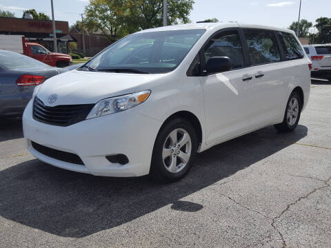 2015 Toyota Sienna for sale at AUTOSAVIN in Elmhurst IL