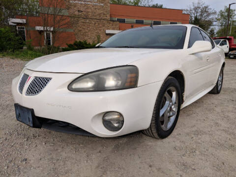 2004 Pontiac Grand Prix for sale at DILLON LAKE MOTORS LLC in Zanesville OH