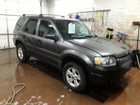 2005 Ford Escape for sale at BARNES AUTO SALES in Mandan ND