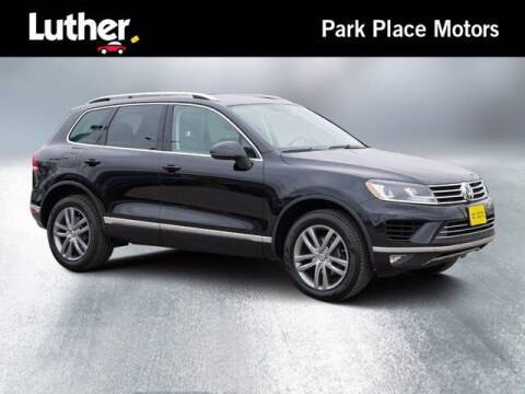 2016 Volkswagen Touareg for sale at Park Place Motor Cars in Rochester MN