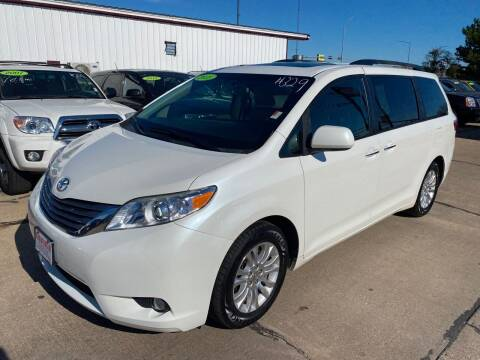 2015 Toyota Sienna for sale at De Anda Auto Sales in South Sioux City NE