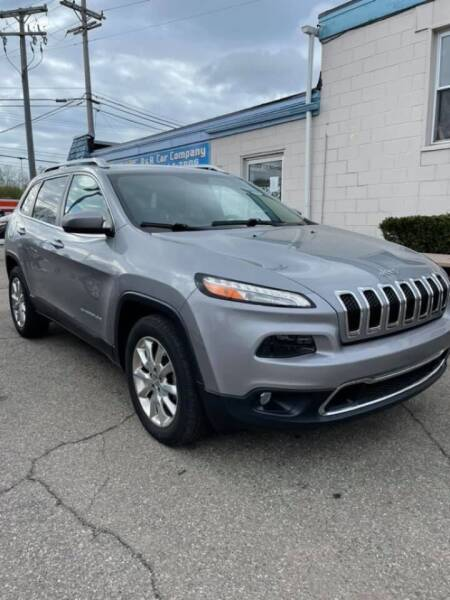 2015 Jeep Cherokee for sale at R&R Car Company in Mount Clemens MI