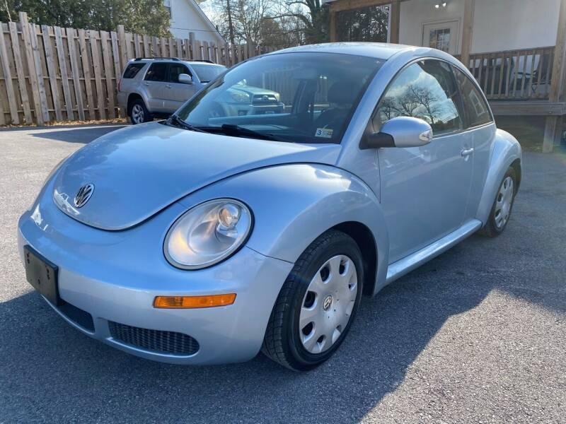 2010 Volkswagen New Beetle for sale at SETTLE'S CARS & TRUCKS in Flint Hill VA