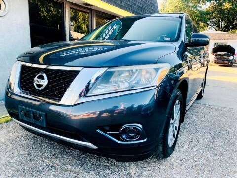 2013 Nissan Pathfinder for sale at Auto Space LLC in Norfolk VA