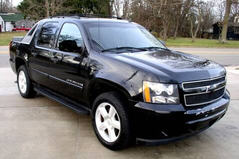2007 Chevrolet Avalanche for sale at Angelo's Auto Sales in Lowellville OH