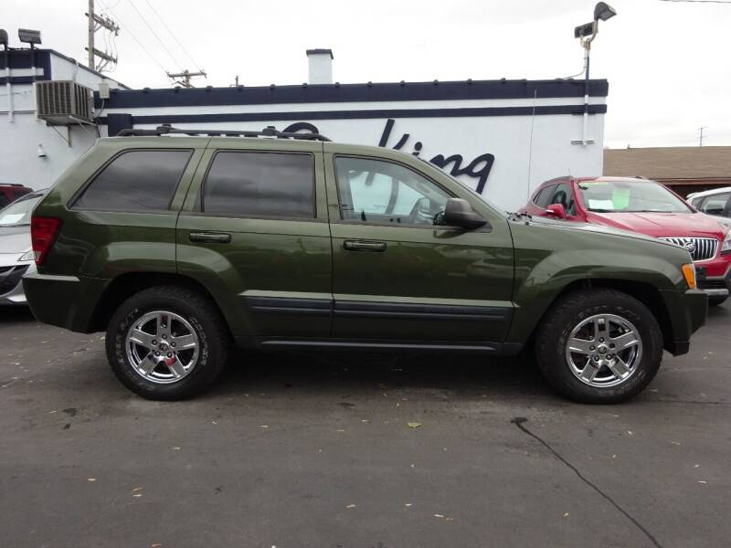 2006 Jeep Grand Cherokee Laredo 4dr SUV 4WD w/ Front Side Airbags - West Allis WI