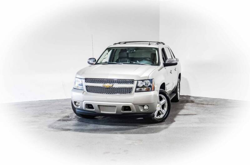 2009 Chevrolet Avalanche for sale at CarXoom in Marietta GA