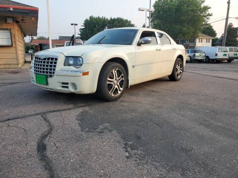 2006 Chrysler 300 for sale at Geareys Auto Sales of Sioux Falls, LLC in Sioux Falls SD