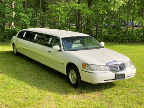1999 Lincoln Town Car for sale at Choice Motor Car in Plainville CT