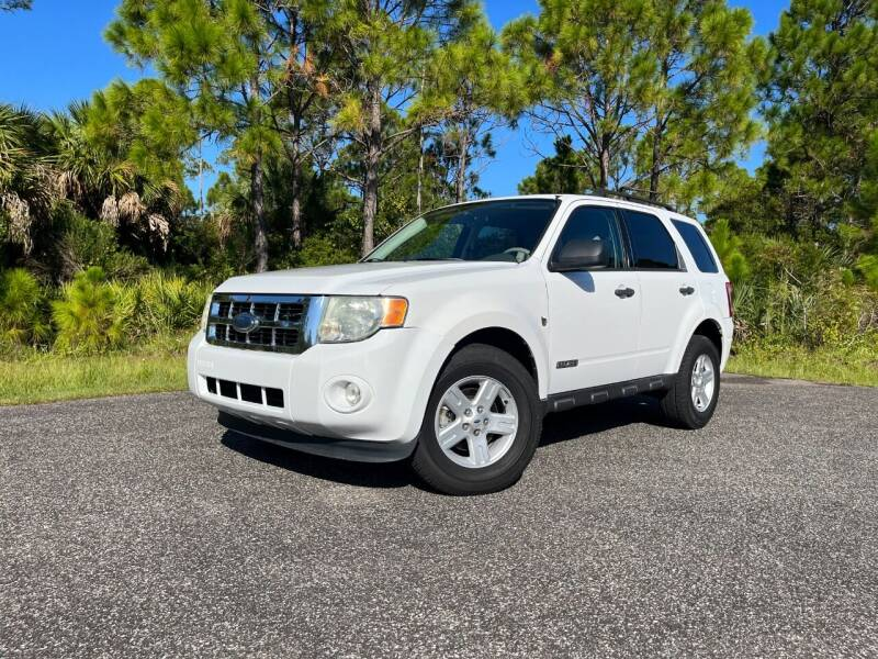 2008 Ford Escape Hybrid for sale at VICTORY LANE AUTO SALES in Port Richey FL