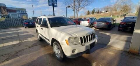 2005 Jeep Grand Cherokee for sale at Divine Auto Sales LLC in Omaha NE