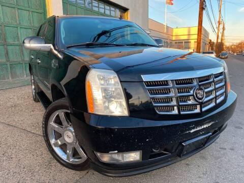 2007 Cadillac Escalade for sale at Illinois Auto Sales in Paterson NJ