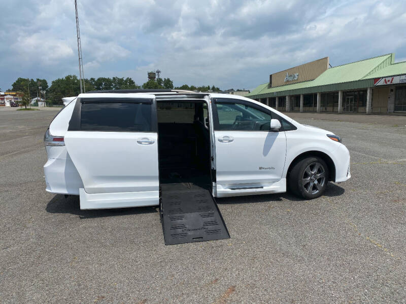 2018 Toyota Sienna for sale at BT Mobility LLC in Wrightstown NJ