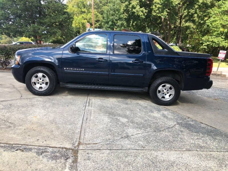 2007 Chevrolet Avalanche for sale at Moore's Motors in Durham NC