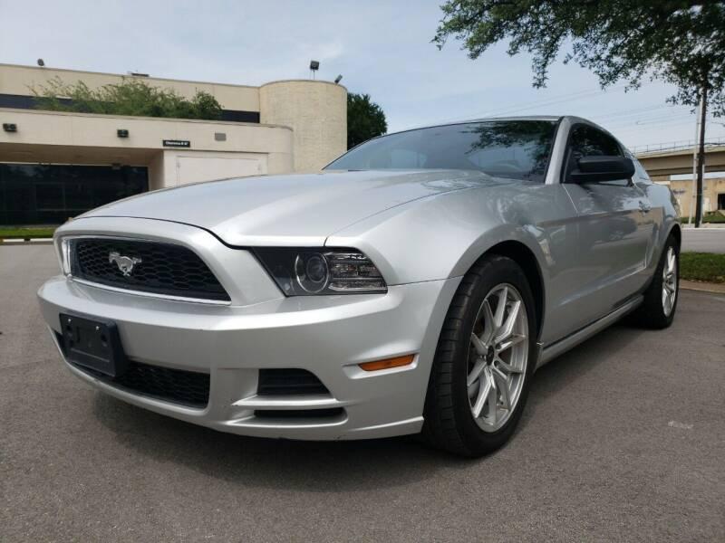 2013 Ford Mustang V6 2dr Fastback - Dallas TX