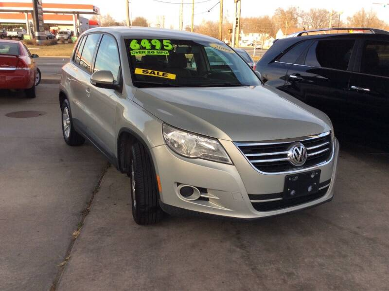 2009 Volkswagen Tiguan for sale at Harrison Family Motors in Topeka KS