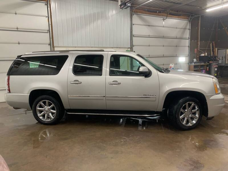 2011 GMC Yukon XL for sale at RMI in Chancellor SD