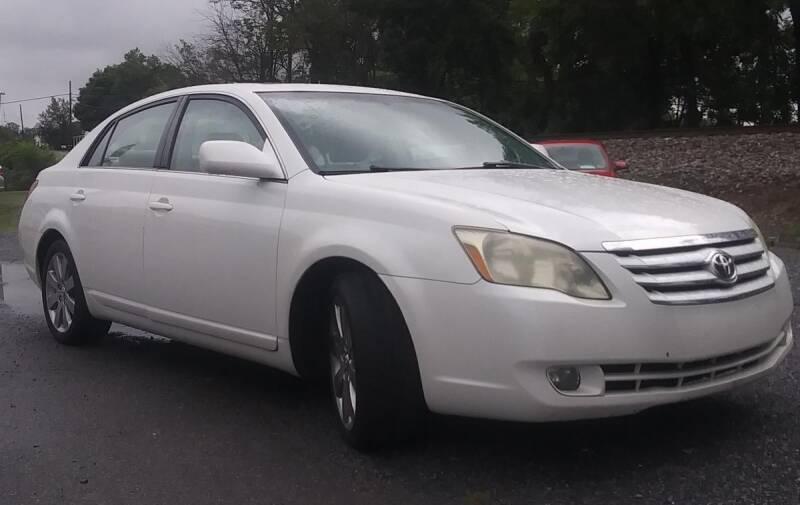 2005 Toyota Avalon for sale at Abingdon Auto Specialist Inc. in Abingdon VA