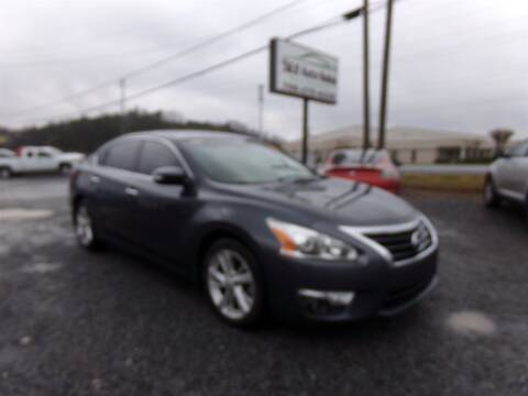 2013 Nissan Altima for sale at J & D Auto Sales in Dalton GA
