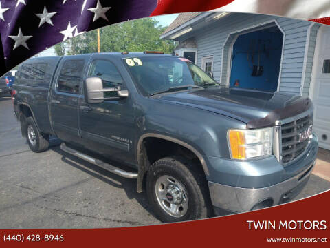 2009 GMC Sierra 2500HD for sale at TWIN MOTORS in Madison OH