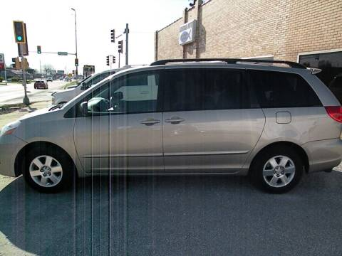 2007 Toyota Sienna for sale at Kingdom Auto Centers in Litchfield IL