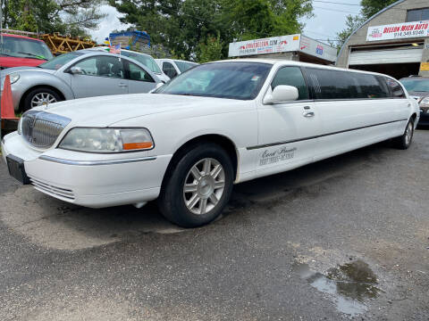 2006 Lincoln Town Car for sale at Drive Deleon in Yonkers NY