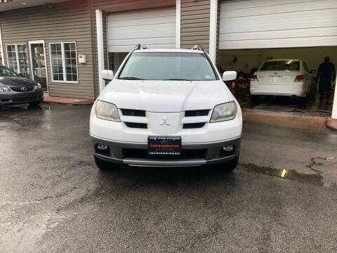 2004 Mitsubishi Outlander for sale at The Car House of Garfield in Garfield NJ