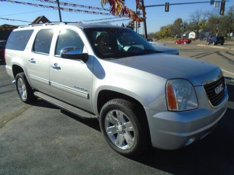 2012 GMC Yukon XL for sale at River City Auto Sales in Cottage Hills IL