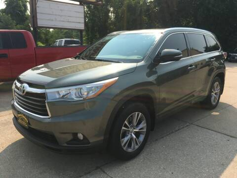 2015 Toyota Highlander for sale at Town and Country Auto Sales in Jefferson City MO