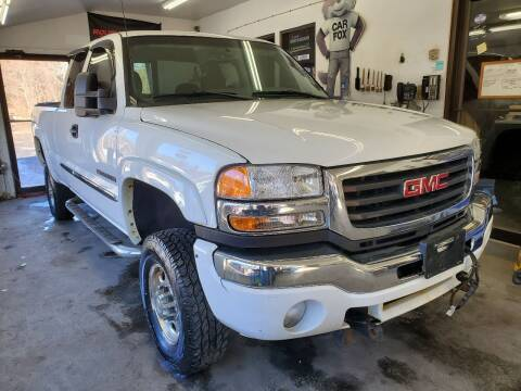 2005 GMC Sierra 2500HD for sale at Oxford Auto Sales in North Oxford MA