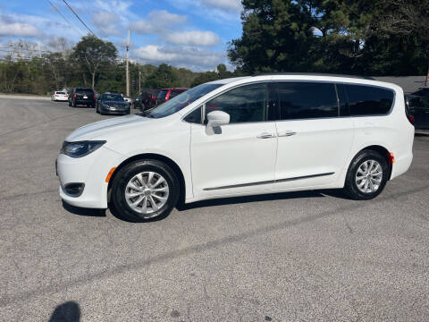 2017 Chrysler Pacifica for sale at Adairsville Auto Mart in Plainville GA