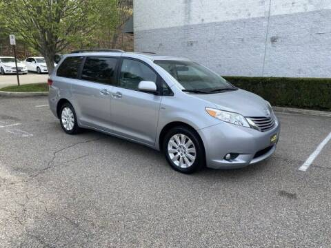 2016 Toyota Sienna for sale at Select Auto in Smithtown NY