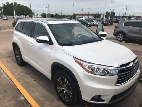 2016 Toyota Highlander for sale at FREDY USED CAR SALES in Houston TX