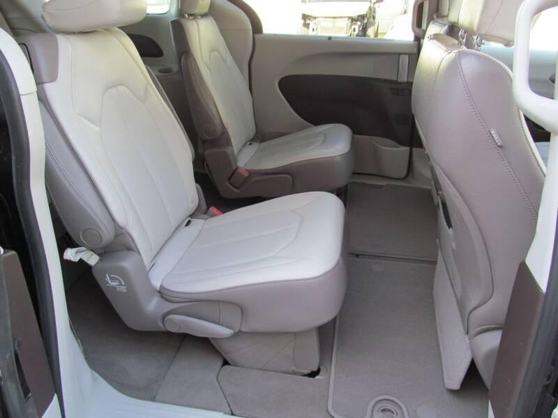 2018 Chrysler Pacifica Touring L 4dr Mini-Van - Stanton MI